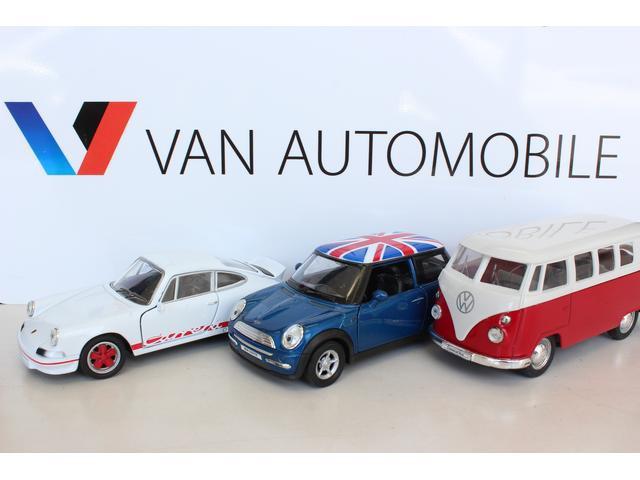 VAN AUTOMOBILE