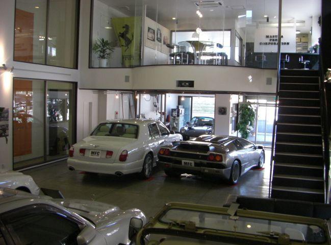 販売新車・中古車・各種保険取扱・整備・板金・塗装・カーボンパーツ作成・ワンオフカスタマイズ 40年以上の販売実績を持つ老舗です、お車について販売だけではなく、メンテナンスから修理、またワンオフカスタマイズまで、お客様のご要望にお応えいたします。お気軽にお問い合わせ下さい。