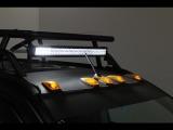 今回のSCNに合わせて製作したオリジナルルーフキャリーに鎮座するLEDバーライトとルーフマーカーによる演出☆