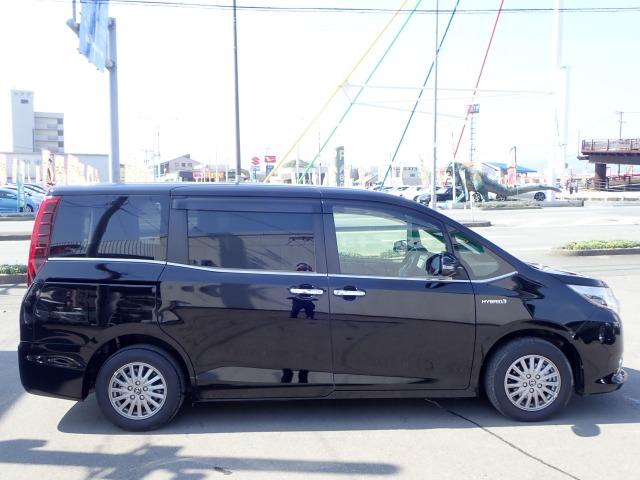 「トヨタ」「エスクァイアハイブリッド」「ミニバン・ワンボックス」「福岡県」の中古車5