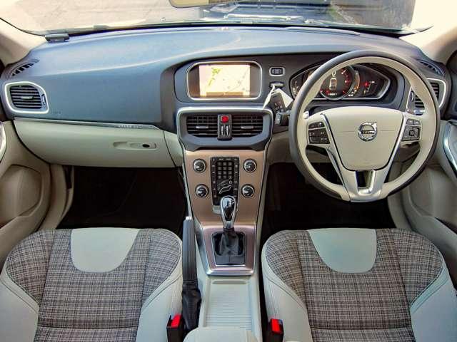 「ボルボ」「V40クロスカントリー」「SUV・クロカン」「大阪府」の中古車