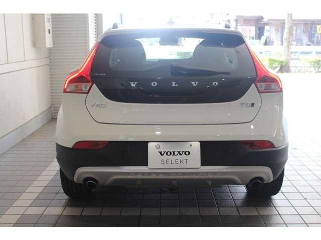 「ボルボ」「V40クロスカントリー」「SUV・クロカン」「東京都」の中古車3