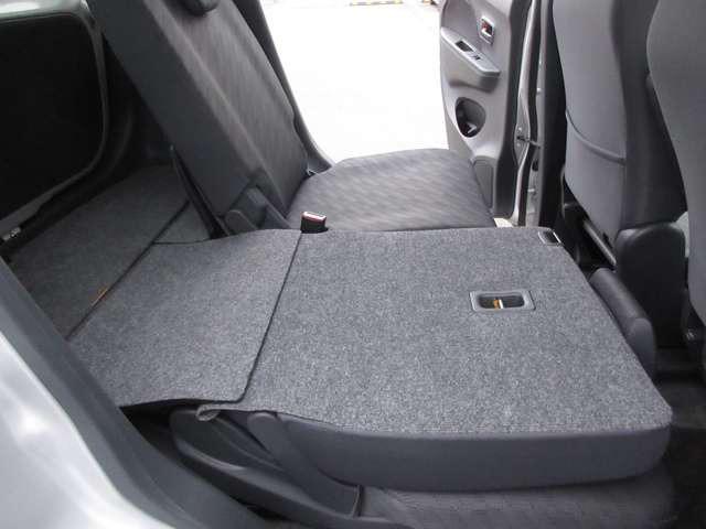 後席を折りたたむとフラットになりますので、大量の荷物も簡単に載せれます。