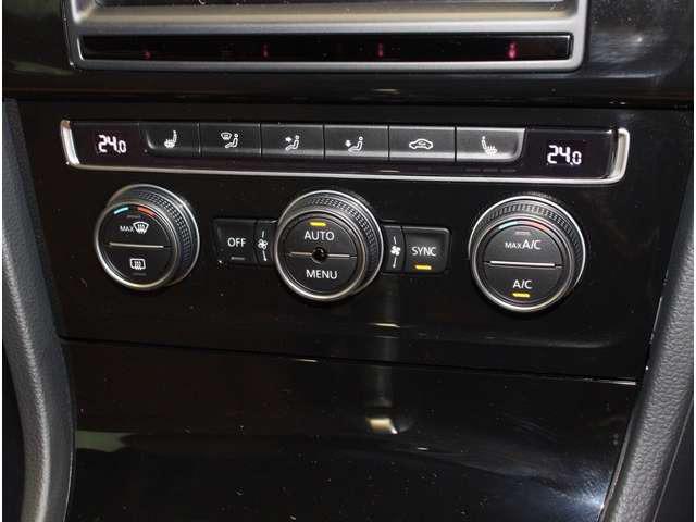 運転席と助手席でそれぞれ独立して温度、風量の調整が可能です。又、内蔵された エアフィルターにより花粉やダストを除去し室内を快適に保ちます。