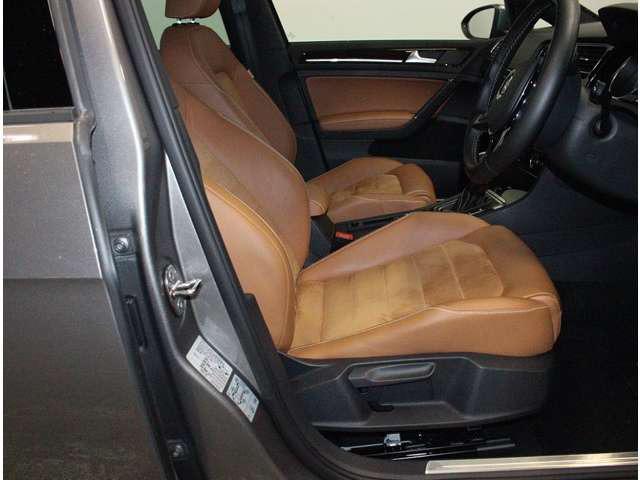 ホールド性が、優れたフロントシートが、疲労を軽減します。