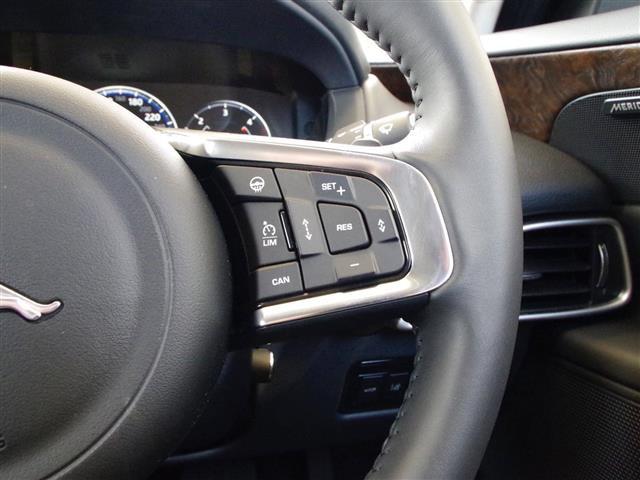 「ジャガー」「XE」「セダン」「全国対応」の中古車