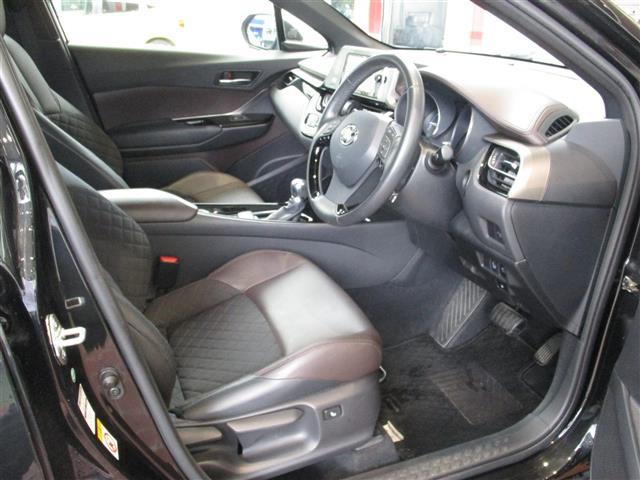 「トヨタ」「C-HR」「SUV・クロカン」「全国対応」の中古車4